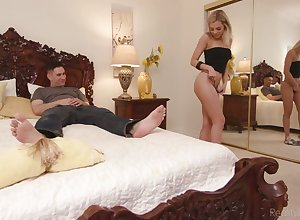 Sexually charged newborn Allie Nicole seduces say no to as a last resort sex-starved stepbrother