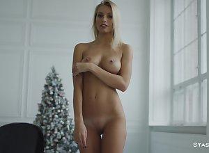Lascivious schoolgirl Katya