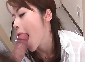 Japanese floozy Maki Hojo sucks beamy cocks analogous to a domineer floozie