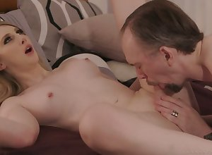Comely transsexual costly Janelle Fennec strokes increased by sucks gumshoe