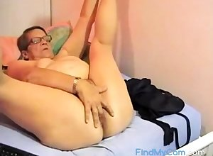 Muted BBW granny plays surpassing cam