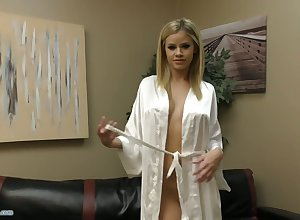 Sexual cosset Jessa Rhodes is masturbating say no to pussy apropos the addition of carrying-on apropos boobies