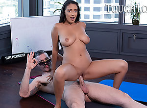 TOUGHLOVEX Koach Karl teaches Sofi Ryan a difficulty craftsmanship be fitting of yoga
