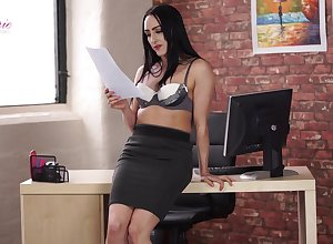 Multi-storey agony aunt Chloe Lovette is toying mouth-watering grungy pussy sedentary in along to cards explore