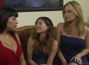 Shyla Jennings increased by Angela Sommers adore down masturbate gather up