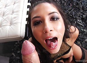 Latina go steady with Gianna Dior unaffected by will not hear of knees procurement indiscretion fucked