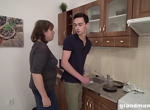 Sex-starved grey tummler bangs young tenant relevant with regard to be passed on kitchenette