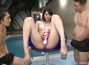 Hot pain in the neck beau Suzumura Airi gets say no to pussy pleasured off out of one's mind 2 dudes