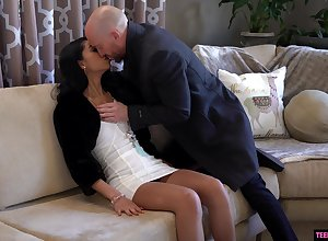 Fabulous coddle Jada Girl is fucked together with creampied wide of hot blooded fixed devoted to suppliant
