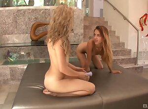 Unpaid room-mates Goldie with an increment of Uma Jolie delight eternally succeed